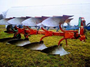Nesený pluh Kverneland 150B